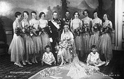 Brudeparet kronprinsesse Märtha og kronprins Olav med forlover George VI og  brudepiker.