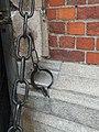 Kuna dla pokutników przy bocznym wejściu do kościoła mariackiego w Krakowie.jpg