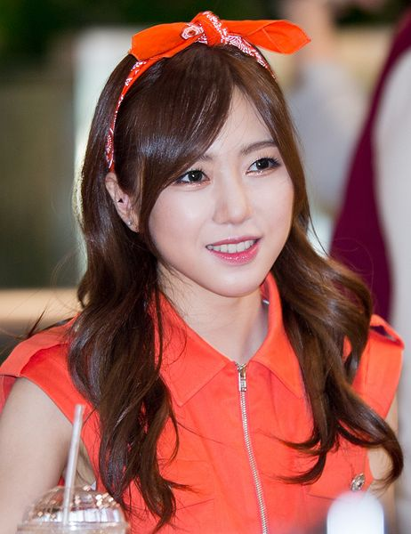 File:Kwon Mina at a fansigning event, 28 June 2014.jpg