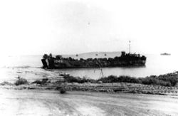 LST-1048 sbarcato a Tinian, settembre 1944