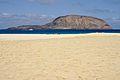 La Graciosa Playa de los Conchas Montaña Clara.jpg