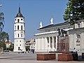 La cathédrale et le beffroi de Vilnius (7662553210).jpg