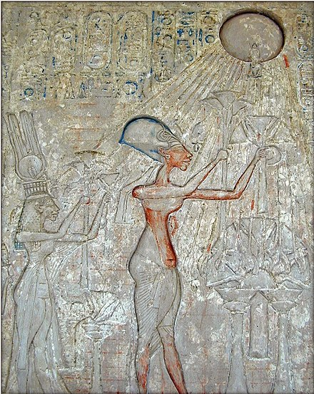 Freud believed that Moses was a former adherent to the religion of the sun disc Aten instituted by the pharaoh Akhenaten (shown above), a notion now discredited by modern scholars. La salle dAkhenaton (1356-1340 av J.C.) (Musee du Caire) (2076972086).jpg