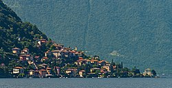 Laglio from Lake Como ferry.jpg