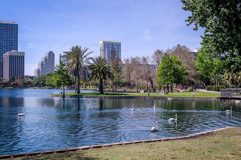 File:Lake Eola Park-4.jpg