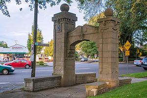 Laurelhurst, Portland, Oregon - One of the arches from 1910: this one at NE 33rd and Peerless Place.