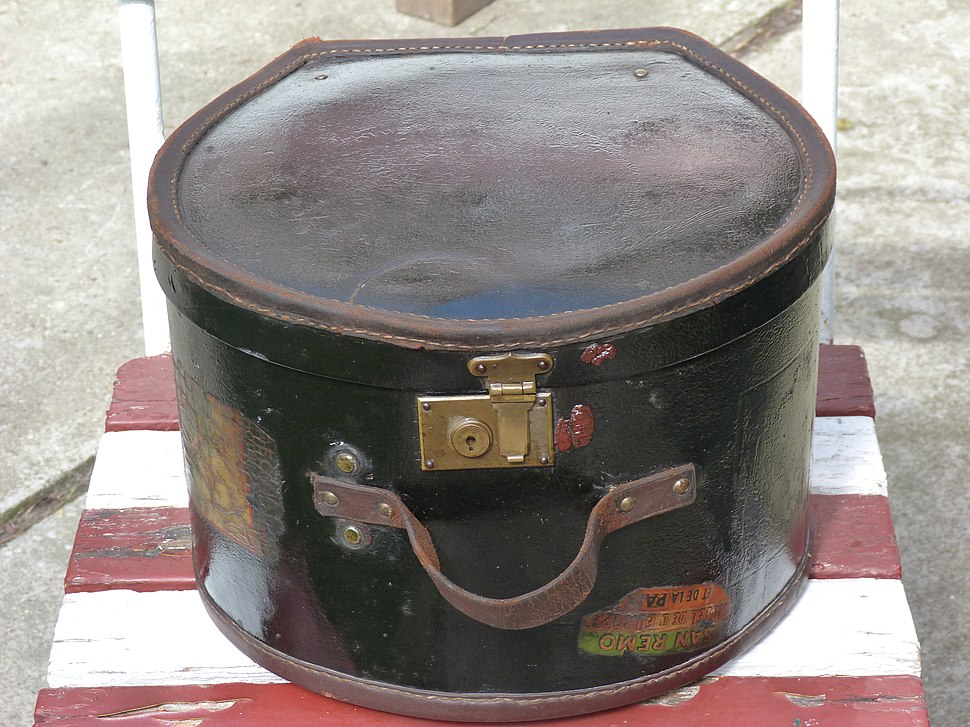 Leather top hat box (ca 1910)