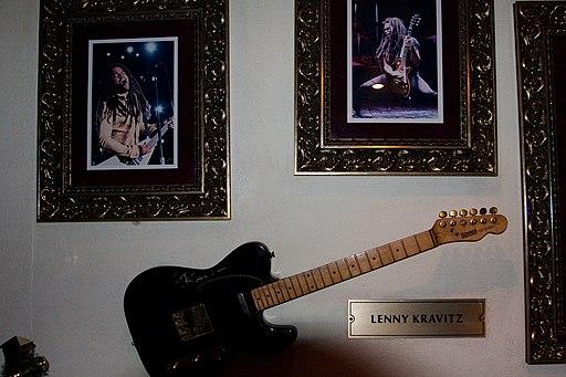 Lenny Kravitz Steckbrief | Lenny Kravitz guitar @ HRC Hurghada