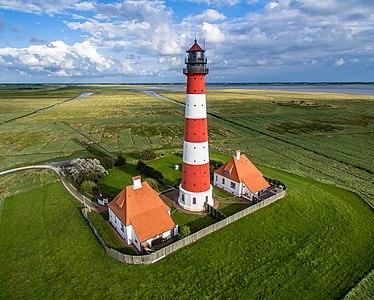 Leuchtturm in Westerheversand crop