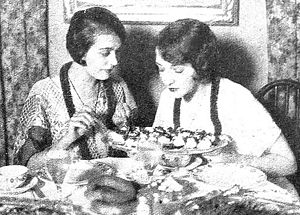 Café Montmartre - Lila Lee and Bebe Daniels at a table at the venue