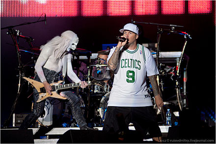 Borland, Otto (background) and Durst performing live. Limp Bizkit.jpg