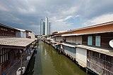 Local houses along Khlong Ratchamontree (II).jpg