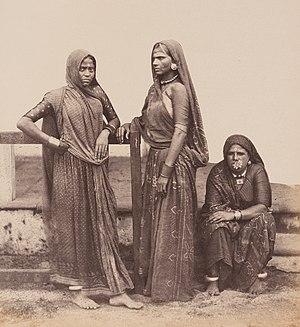 Lohana - Image: Lowana Women (9938634413)