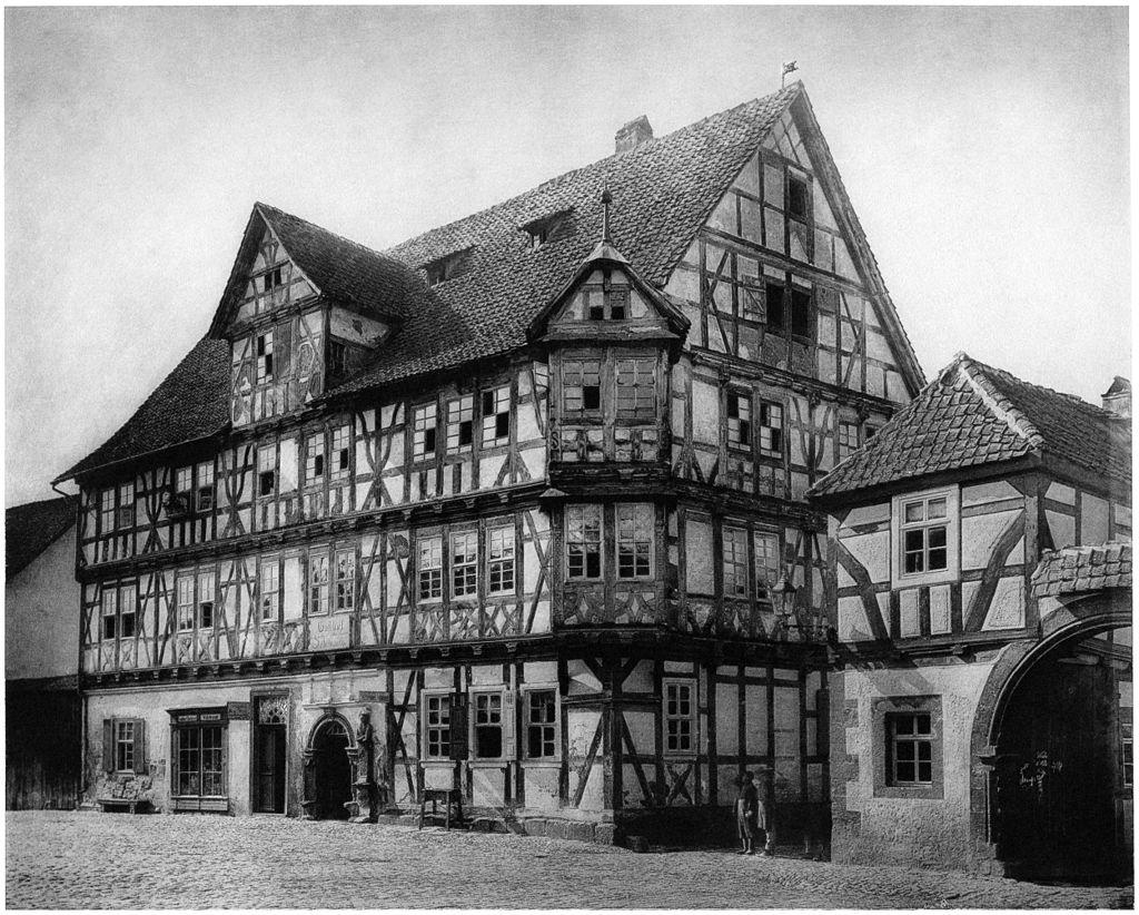 1024px-Ludwig_Bickell-Hessische_Holzbauten-Heft_01-1887-035-Wanfried_Gasthaus_zum_Schwan_c_1600.jpg
