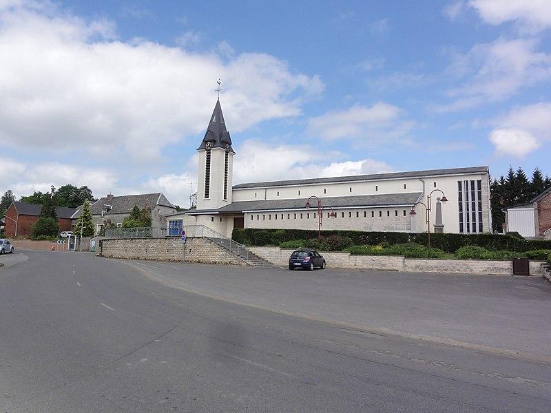 Luzoir (Aisne) place de l'église