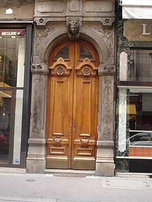 Rue Édouard-Herriot - The door of the No. 8 of the street