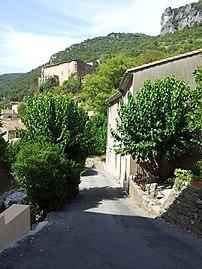 Madières rue principale, vue sur le château - 20170826 152401.jpg
