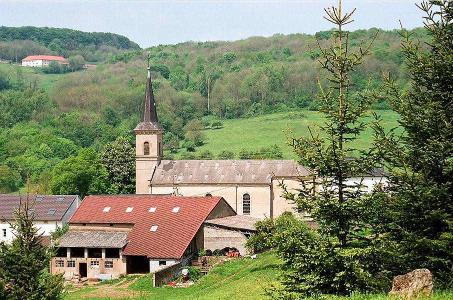 Manderen, the village church