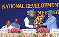 Manmohan Singh being welcomed by the Deputy Chairman, Planning Commission, Shri Montek Singh Ahluwalia at the 53rd meeting of the National Development Council (NDC) on the Agriculture & Allied Sectors, in New Delhi.jpg