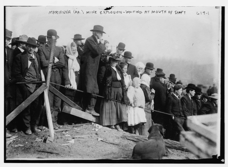 File:Marianna (Pa.) mine explosion - waiting at mouth of shaft LCCN2014683004.tif