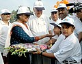 Meira Kumar being greeted by the children at Intergenerational Walkathon of the Senior Citizens on the International Day of Older Persons in New Delhi on October 01, 2006.jpg
