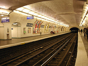 Victor Hugo (Paris Métro) - Image: Metro de Paris Ligne 2 Victor Hugo 01