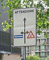 Milano piazza Luigi di Savoia strano cartello.JPG