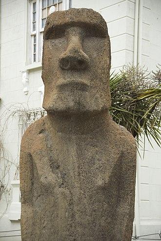 Relocation of moai objects - Image: Moai head at Corporacion Museo de Arqueologia e Historia Francisco Fonck