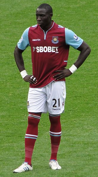Mohamed Diamé - Diamé playing for West Ham United in 2012