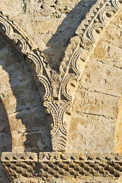 Cordon du portail ouest de l'église Saint-Mandé de Montjean