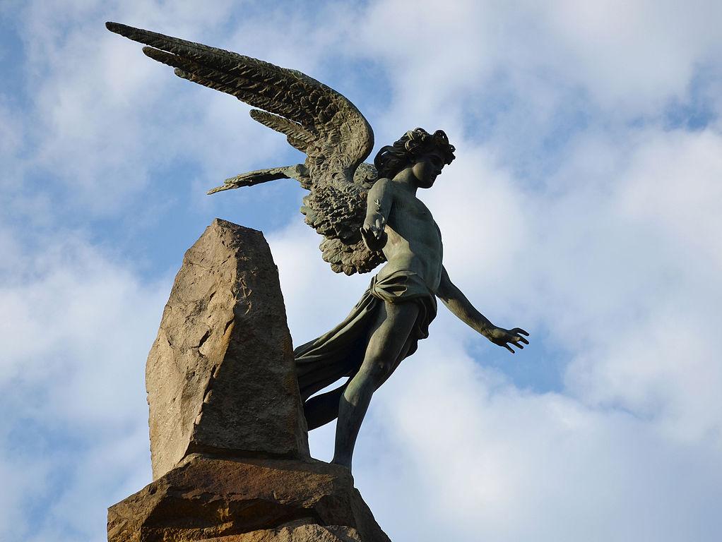 Statue de la place Statuto à Turin, porte de ténébres pour les adeptes d'ésotérisme - Photo de Vassil