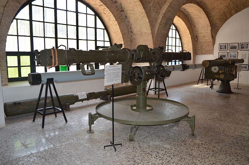 File:Museo de Artillería de Cartagena-Sala de óptica-Telémetros 01.JPG