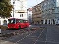 Náměstí Kinských, autobus X-20 a tramvajový přejezd.jpg