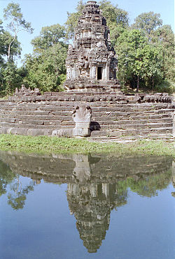 Neak-Pean Central-Shrine.jpg