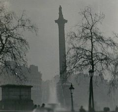 Nelson's Column during the Great Smog of 1952.jpg