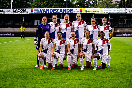 Netherlands women's national football team in May 2014 Netherlands womens national football team May 2014.jpg