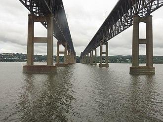 Newburgh–Beacon Bridge - Underside of the bridge viewed from the ''Adirondack'' Amtrak train
