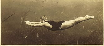 Newt Perry, underwater, 1924.jpg