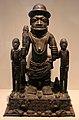 Nigeria, regno del benin, gurppo da altare con oba ewuakpe, xviii secolo.jpg