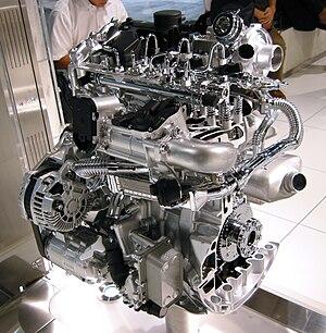 Inline-four engine - A cutaway Renault-Nissan M9R 2.0 L Straight-4 DOHC Common rail diesel engine