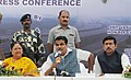 Nitin Gadkari along with the Chief Minister of Rajasthan, Smt. Vasundhara Raje and the Minister of State for Information & Broadcasting, Col. Rajyavardhan Singh Rathore addressing a press conference, in Kotputali, Rajasthan.jpg