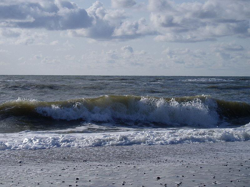 File:Nordsee Wellen.JPG