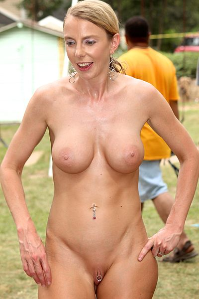 File:Nudist woman with clit piercing 03.jpg