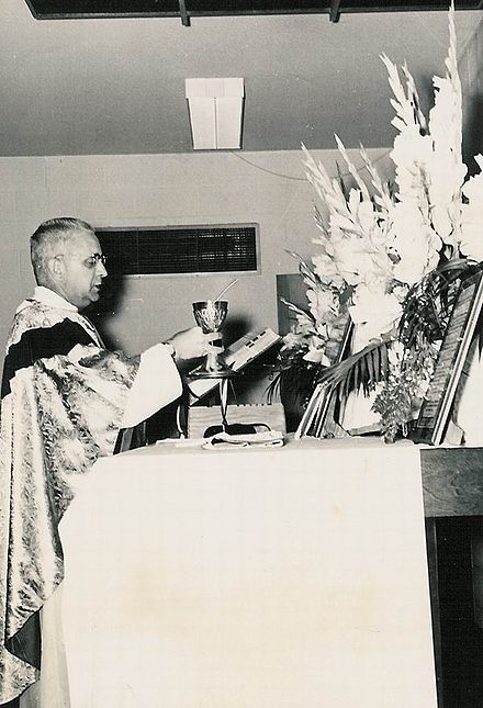 Before receiving Communion from the chalice, the priest makes the sign of the cross over himself, saying (in Latin): May the Blood of our Lord Jesus Christ keep my soul for eternal life. Amen. Offertory Offertorium Suscipe Sancte Pater.jpg