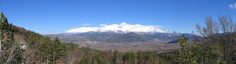 File:Olimpos South Peaks.jpg