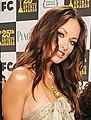 Olivia Wilde with the LG Electronics Kompressor Vacuum on 25th Spirit Awards Blue Carpet held at Nokia Theatre L.A. Live on March 5, 2010 in LA (cropped).jpg