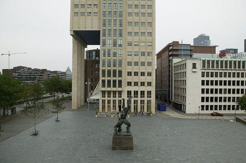 File:Overzicht van het bronzen beeld, met omgeving - Rotterdam - 20422908 - RCE.jpg