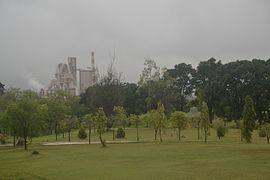 Pabrik Semen Padang dari Lap Golf.jpg