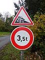 Panneaux A16 et B13 (France) près de Grandjean (17, France) obéissant à la norme de 1977.JPG