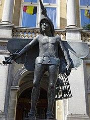 Papagino statue Bruges center 10.jpg